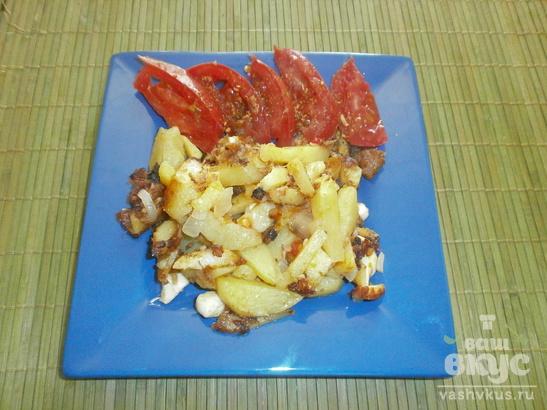 Жареный картофель с домашним зельцем и брынзой