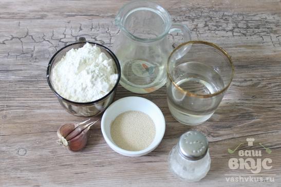 Хлебные булочки с чесноком