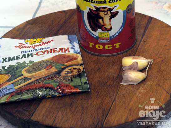 Картофель с кабачком и тушенкой