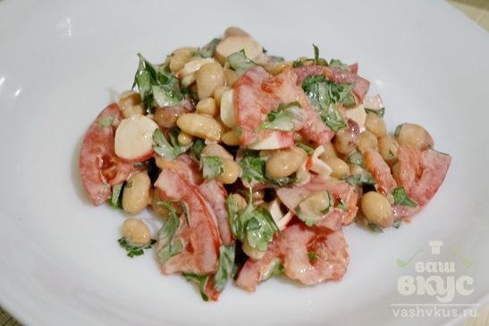 Салат из фасоли, помидоров и крабовых палочек