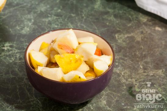 Творожный десерт с грушей и дыней