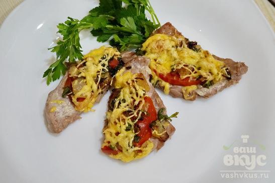 Мясо с помидором и сыром запеченное в духовке
