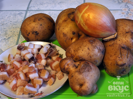 Картофель жареный со свининой и баклажанами