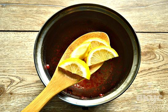Креветки вареные с пряностями и лимоном