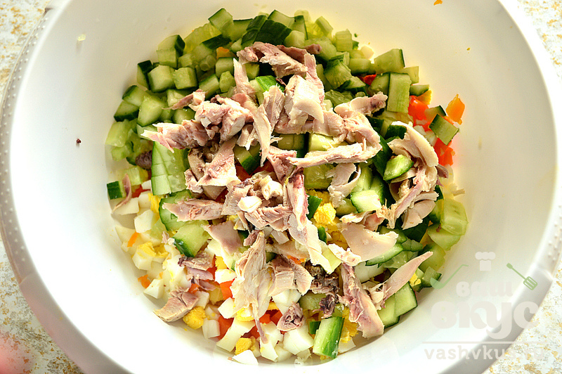 Салат с горошком и курицей с