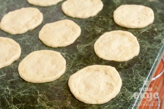 Пирожки с шампиньонами и фасолью