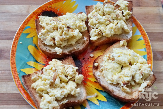 Тосты с яйцом и сосисками