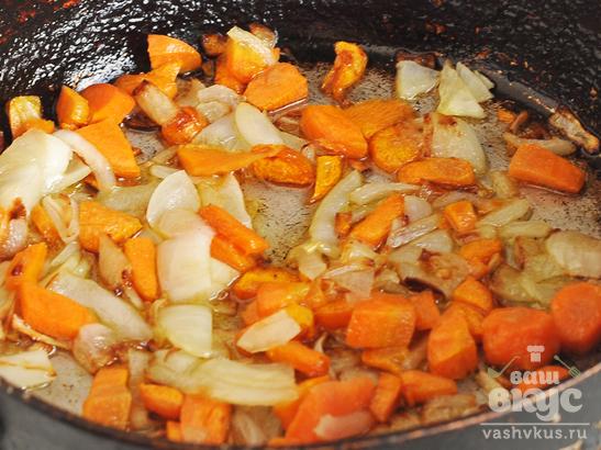 Борщ с фасолью вигной на свином бульоне