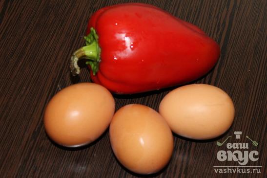 Яичница с ветчиной и красным перцем