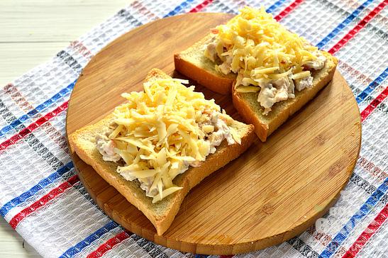Горячие бутерброды с курицей и креветками
