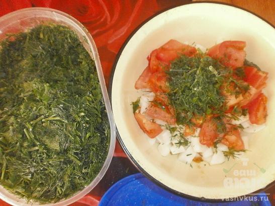 Салат с помидорами, яблоком и дайконом