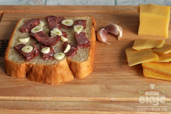 Горячий чизбургер с луковым хлебом
