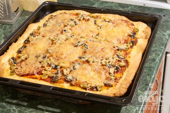 Пицца с салями и шампиньонами