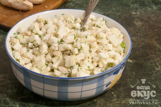 Салат из белого редиса и куриной грудки