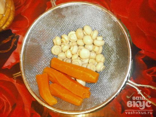 Салат «Бесподобный» с маринованными грибами