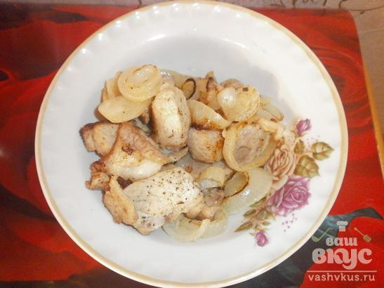 Шашлык из свинины, жаренный на сковороде