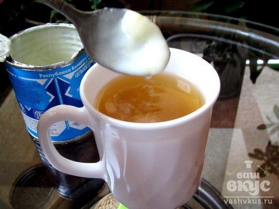 Молочный зеленый чай с клюквой