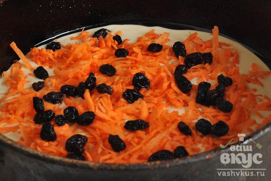 Шарлотка с хурмой и морковью