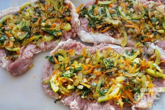 Мясной рулет с овощной начинкой