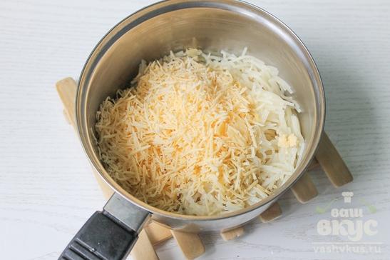 Отварная вермишель с маслом и сыром