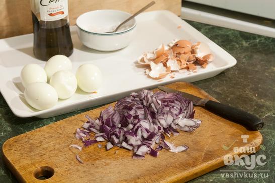 Салат из редьки с яйцом