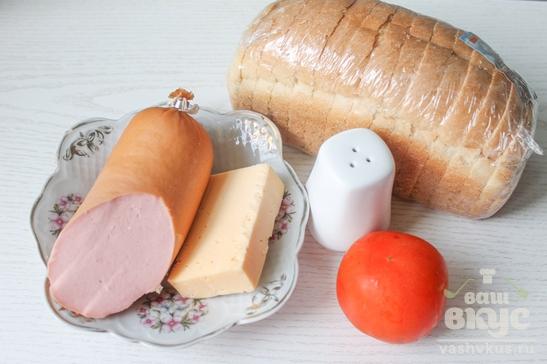 Горячие бутерброды с помидором и колбасой