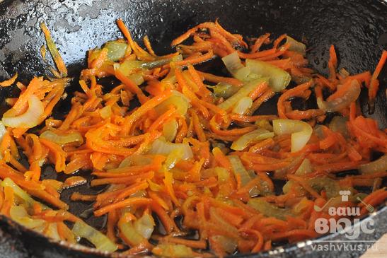 Горбуша тушеная с овощами в подливе