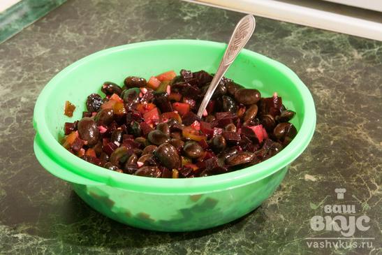 Острый салат со свеклой и фасолью