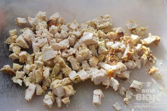Салат с курицей, грибами и апельсинами