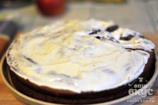 Пирог на кефире со смородиной