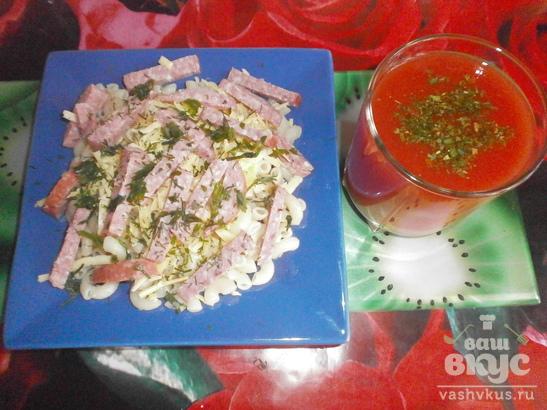 Макароны с салями, твердым сыром и укропом