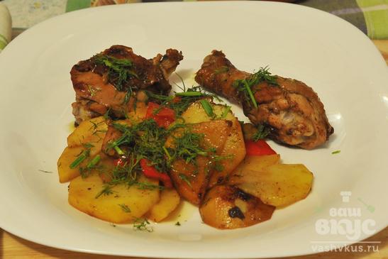 Жареная курица с картофелем и перцем