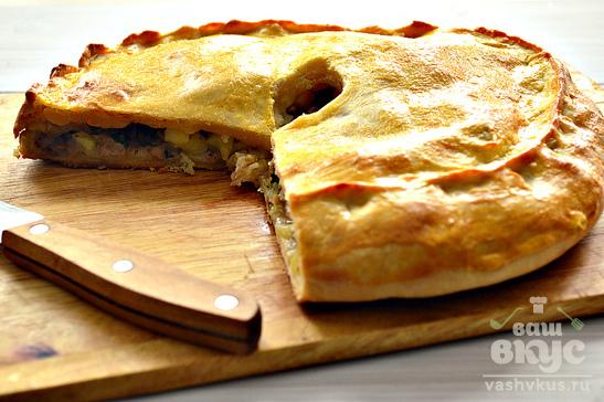 Пирог со свининой, курицей и картофелем