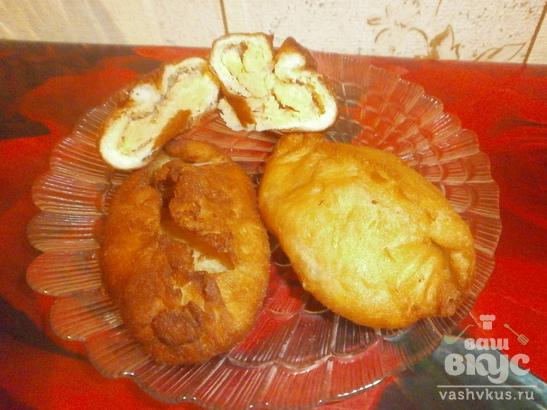 Жаренные в масле пирожки с гороховым пюре