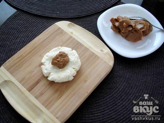 Сырники с вареной сгущенкой ириской