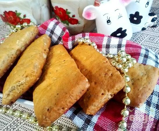 Медовое печенье с орехами, маком и кунжутом