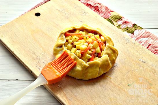 Открытые пирожки с картофелем и курицей