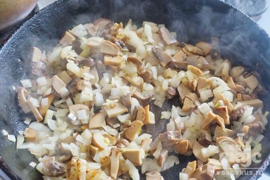 Свинина запеченная с грибами под соусом бешамель