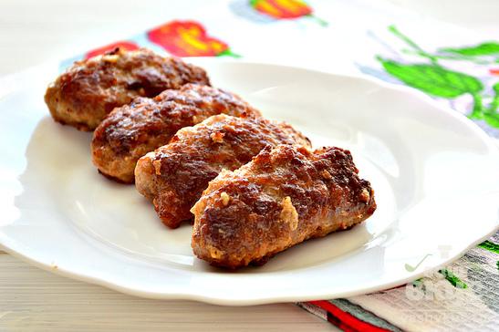 Колбаски из мясного фарша