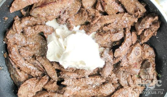 Печень куриная по-строгановски