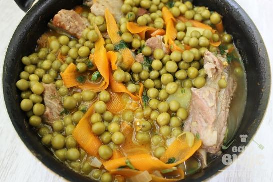 Тушеные ребрышки в овощном соусе