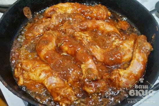 Куриные шейки маринованные в соевом соусе с томатной пастой