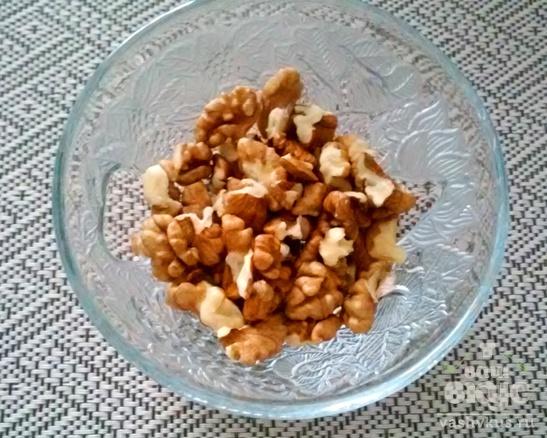 Закуска из свеклы с орехами в корзинках