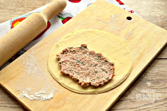 Чебуреки на кефире с мясной начинкой