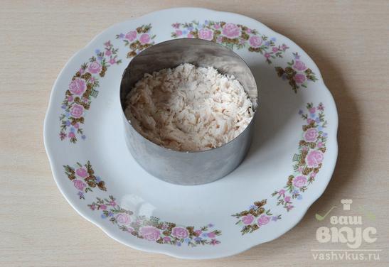Куриный салат со свеклой
