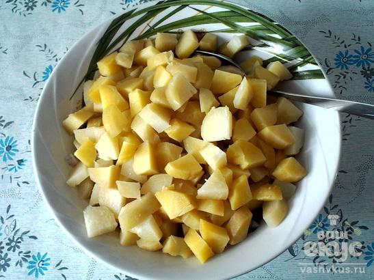 Салат из маринованных грибов и картофеля
