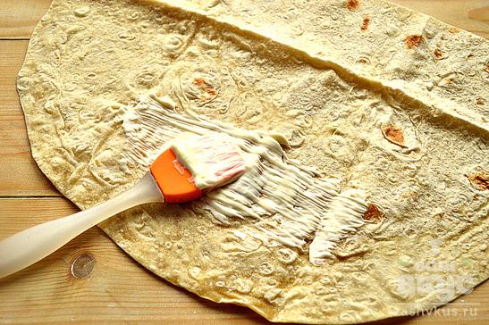 Шаурма с колбасой и плавленным сыром