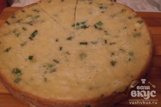 Заливной пирог с луком и яйцами в мультиварке