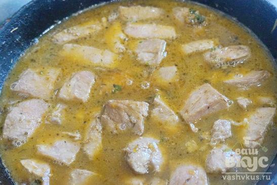 Тушеная свинина в сладком соусе