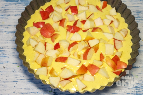 Пирог яблочная шарлотка
